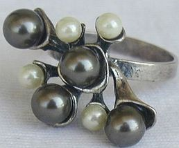 Brown  and white grapes ring 3 thumb200