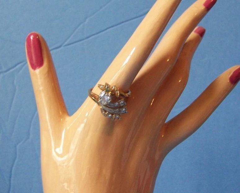 1 CT Diamond Ring sz 7 1/2 14k gold BLING! 11 diamonds
