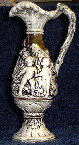 L vase blk wh  with gold trim 795