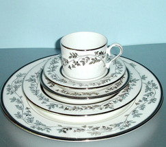 Lenox JONQUIL 5 Piece Place Setting Dinnerware Set New in Box - $79.90