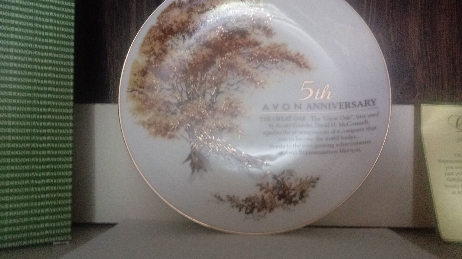 VINTAGE AVON 5TH ANNIVERSARY PLATE THE GREAT OAK 22K GOLD TRIM