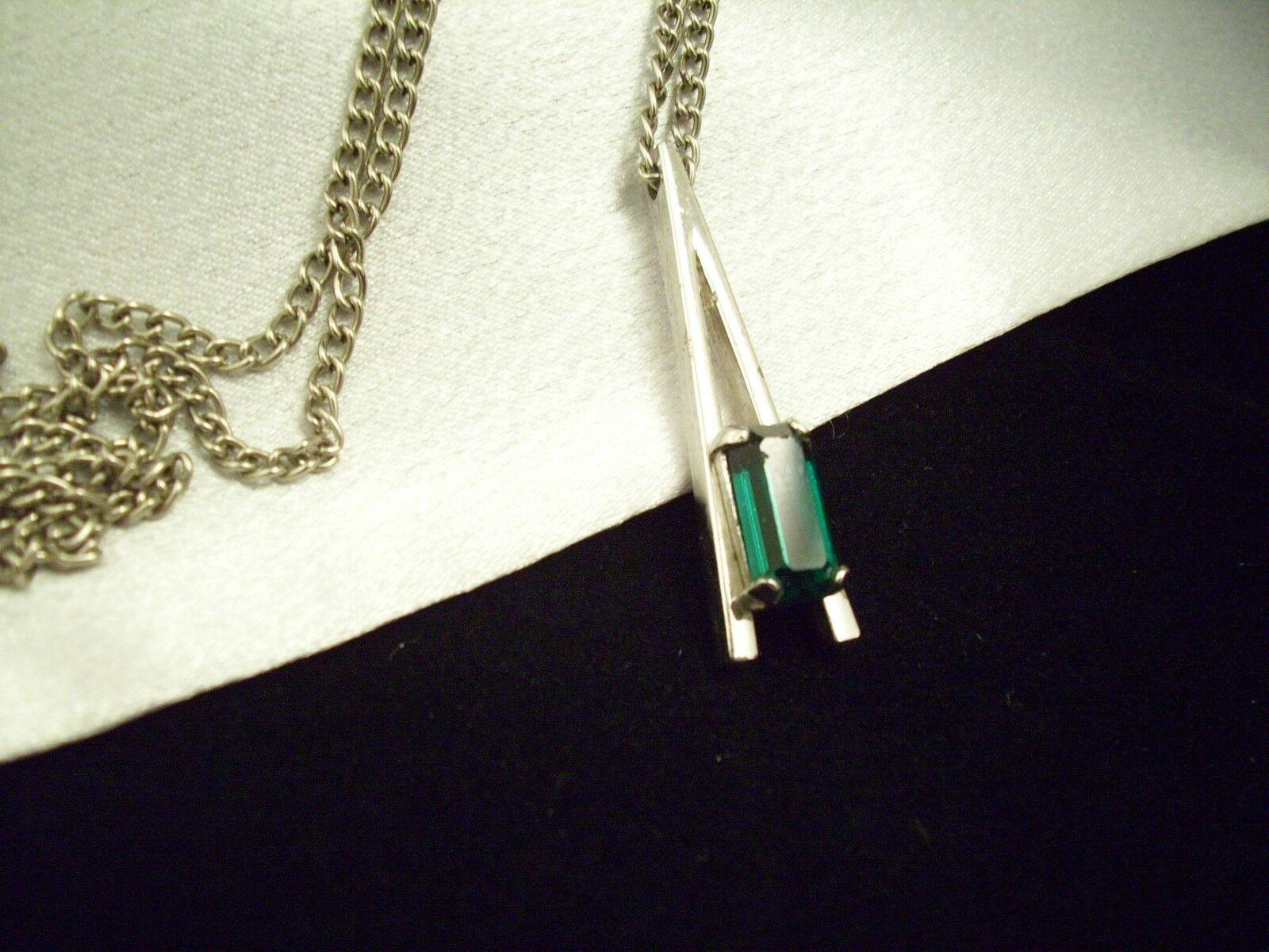 AVON Emerald GREEN Baguette Cut Rhinestone Pendant Necklace PARK EAST Vintage  image 3