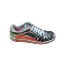 Nike - Sneaker basso in pelle argenteo e rifiniture fucsia - $85.00