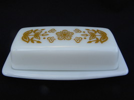 Vintage Pyrex Butterfly Gold ¼ lb. Rectangle Covered Butter Dish - $10.99