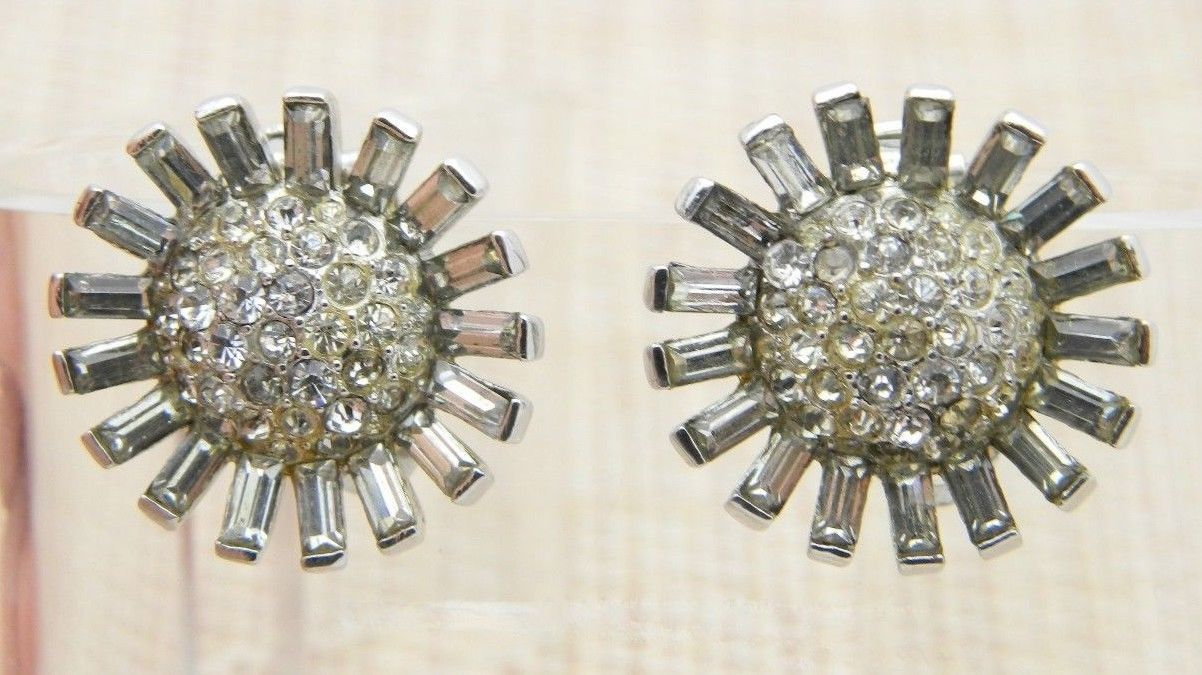 CROWN TRIFARI 1940s Art Deco Clear Rhinestone Flower Clip Earrings Vintage