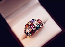 BEAUTIFUL RHINESTONE RING  **SIZE 7.0**  >> COMBINED SHIPPING <<  11 - $5.75