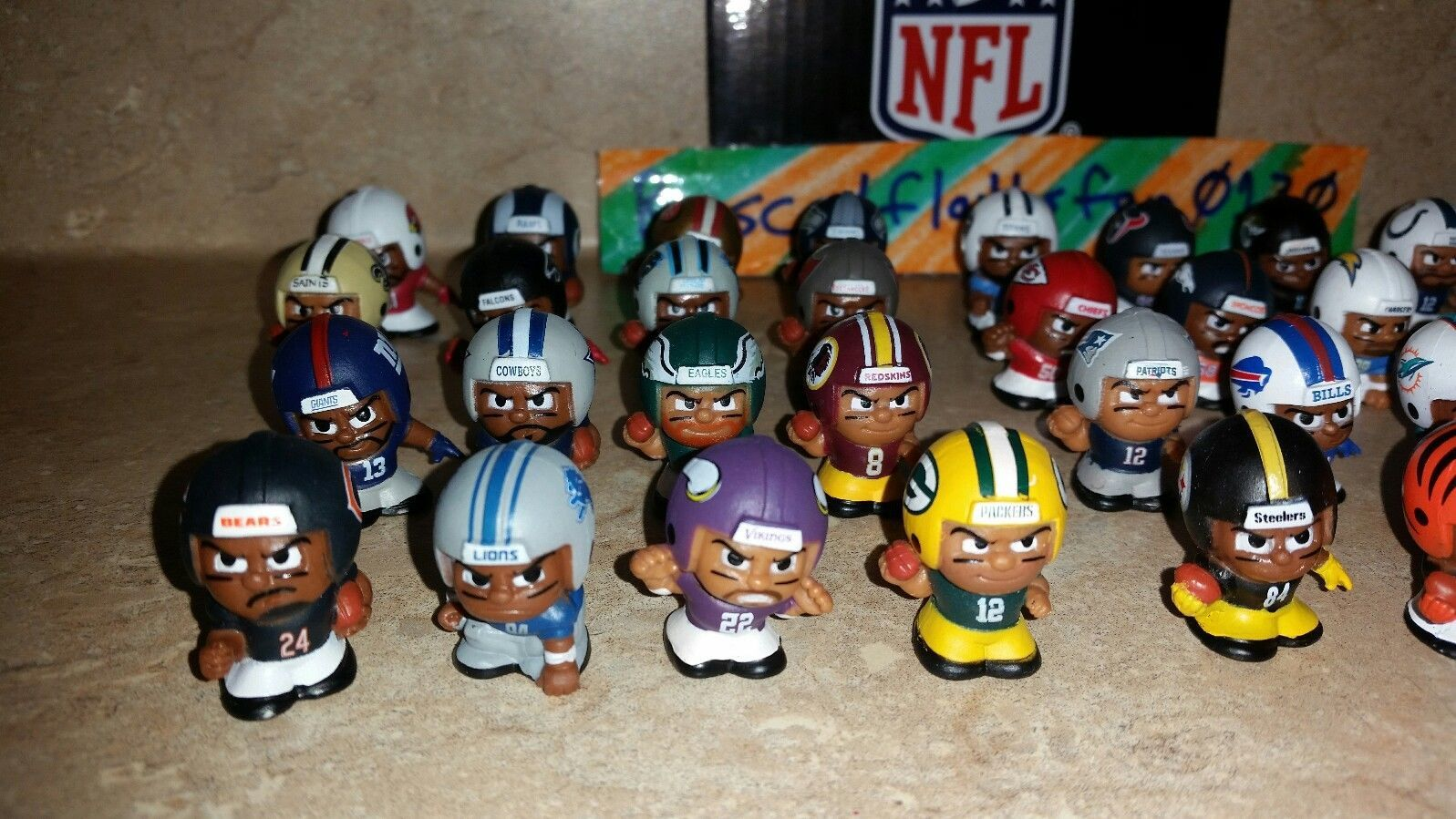 2017 NFL TEENYMATES SERIES 6 FOOTBALL - PICK YOUR FOOTBALL TEAM FIGURE NEW NEW!!