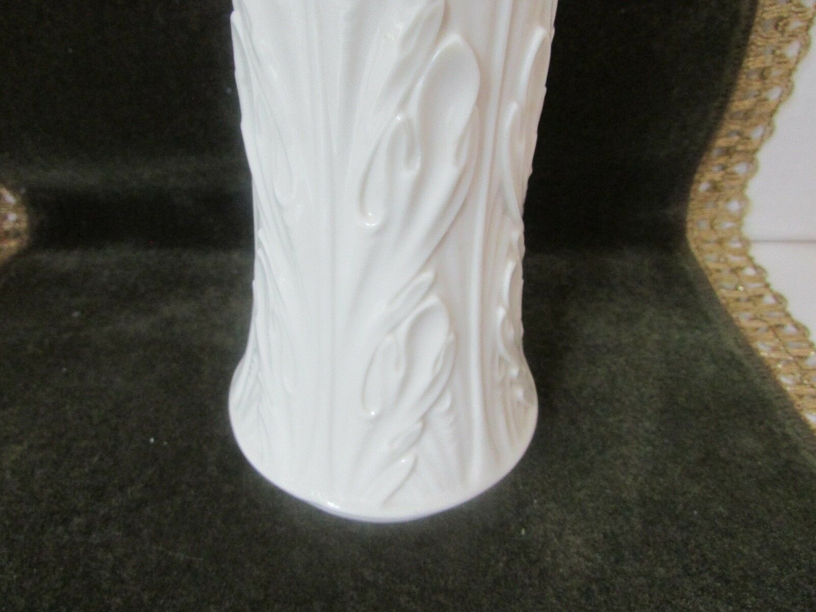 """LENOX FLORAL VASE IVORY 8.5"""" TALL ACANTHUS LEAF EMBOSSED MADE IN USA  L5"""