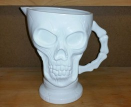 Human Skull White Ceramic Halloween Pirate Holiday Party Drink Pitcher 8... - $742,05 MXN