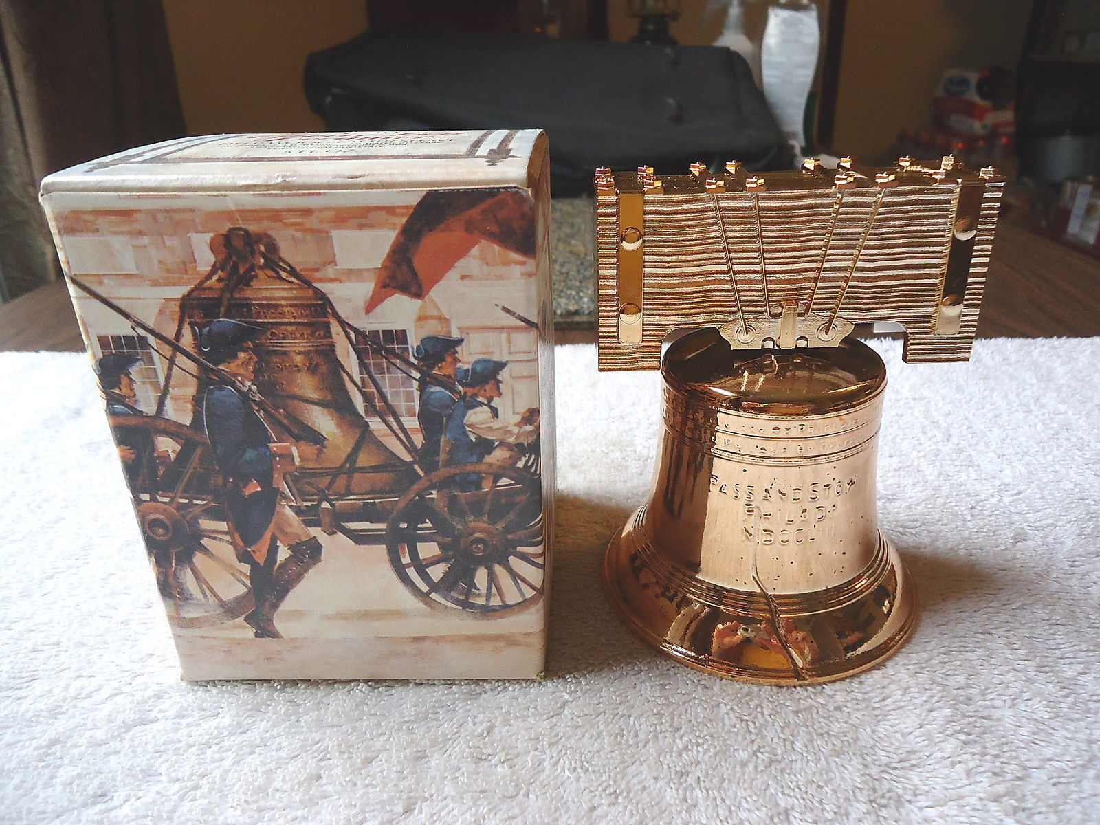 "Vintage Avon Liberty Bell Decanter Deep Woods After Shave "" NIB "" BEAUTIFUL ITEM"