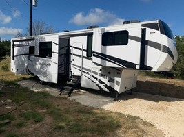 2020 REDWOOD 3951MB FOR SALE IN Spring Branch, TX 78070 - $104,000.00