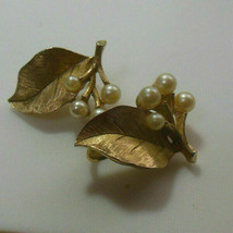 Crown Trifari Signed Gold-tone Faux Pearl Floral Leaf Clip On Earrings - $39.00