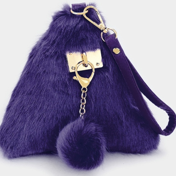 Ginga's Galleria Purple 3D Triangle Fur Wristlet Bag with Keychain