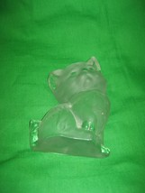 Vintage Frosted Glass Cat Figurine Paperweight Viking Gold Sticker - $18.65