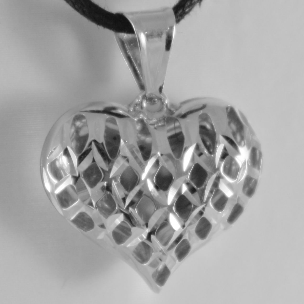18K WHITE GOLD ROUNDED HEART CHARM PENDANT FINELY WORKED DRILLED MADE IN ITALY