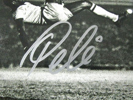 PELE / WORLD SOCCER LEGEND / AUTOGRAPHED 8X10 BLACK AND WHITE ACTION PHOTO / COA image 2
