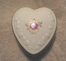 LENOX FINE CHINA HEART SHAPED COVERED BOX ROSE PATTERN 24KT GOLD ACCENTS... - $24.99