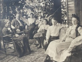 Antique Photograph Family on Porch 1890s 25956 - $17.81