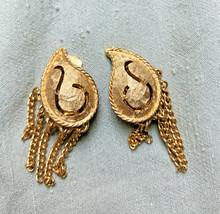 Vintage Goldtone Clip On Paisley Fringe Dangle earrings lightweight Chains - $10.67
