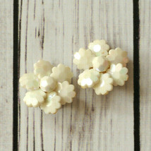 vintage white shiny faceted flower clip earrings mid century midcentury - $9.89
