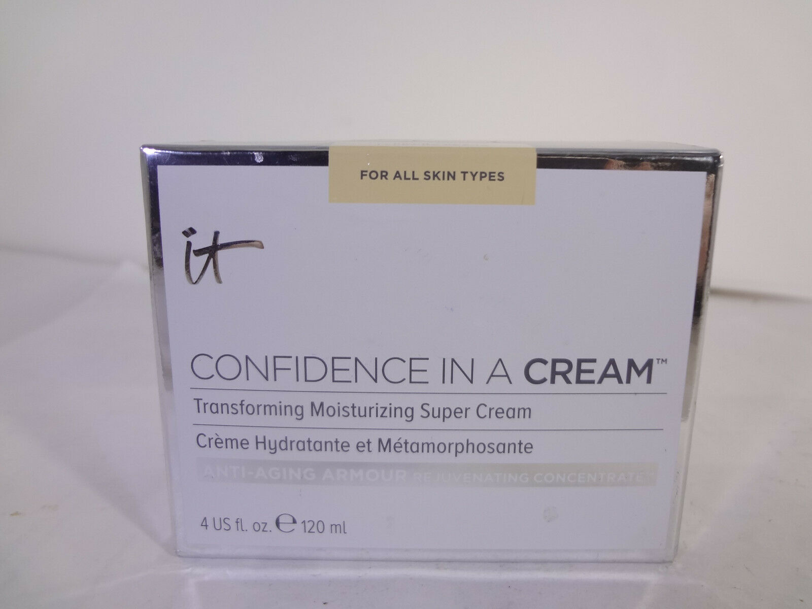 It Cosmetics For All Skin Types Confidence in a Cream 4 fl oz {HB-I} - $46.75
