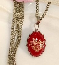 "Vintage 1970s Dainty Red Painted Oval Pendant on Silver Tone 18"" Chain Necklace - $11.40"