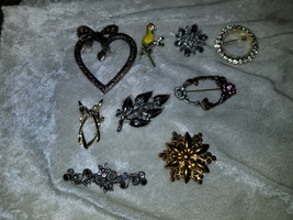 Lot of vintage pins brooches flowers rhinestones sarah coventry Holly sold as is - $17.00