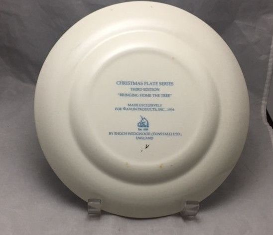 Enoch Wedgwood Christmas 1976 Bringing Home The Tree decorative Avon plate image 2
