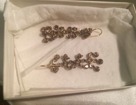 Pair of Signed Monet Wire Pieced Dangle Earrings, with stones, Jewelry 303J lot - $9.89