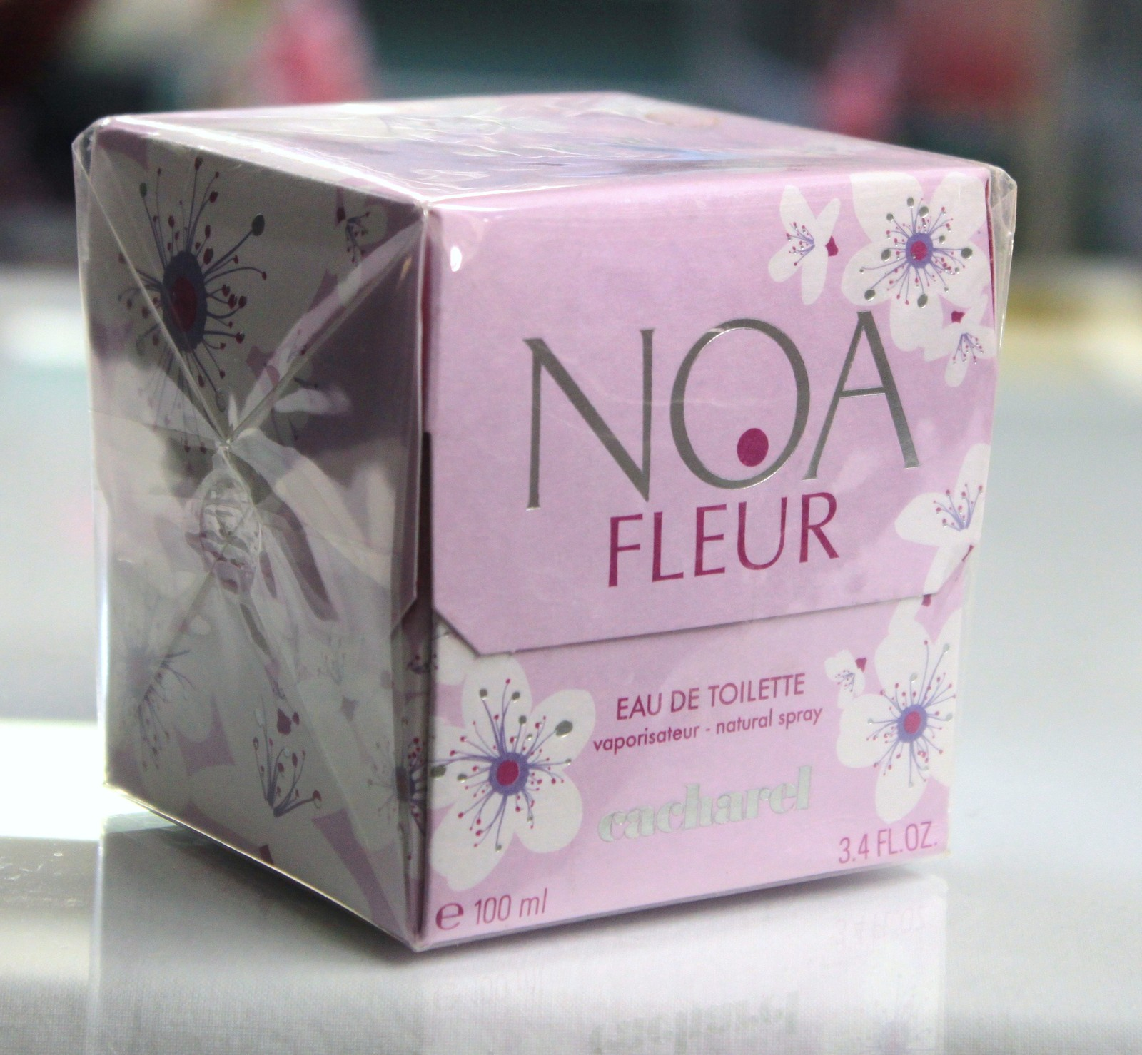 NOA Fleur by cacharel for Women, 3.4 fl.oz / 100 ml eau de toilette spray, rare image 3