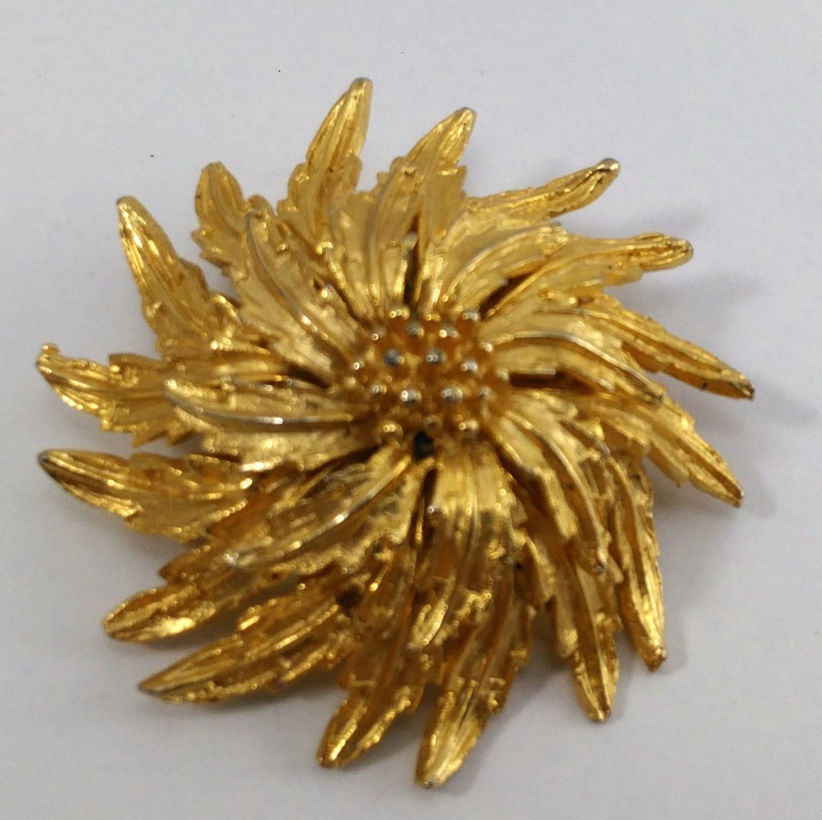 D2 8 gold brooch  3