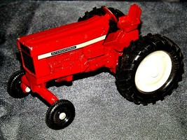 Die-cast  International Tractor Red AA19-1515 Vintage image 1