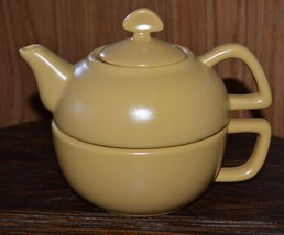 CHANTAL Cheerful Yellow Ceramic Teapot Stacking Cup Tea for One Set - $23.36