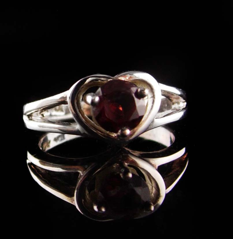 Sterling 1ct GARNET Ring - Sweetheart gift - red heart ring - Size 7 - vintage s