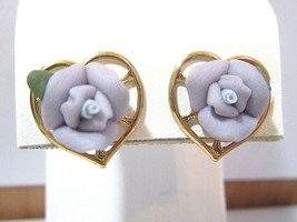 SMALL PURPLE PORCELAIN ROSE FLOWERS HEART SHAPE GOLD TONE PIERCED EARRINGS - $31.00