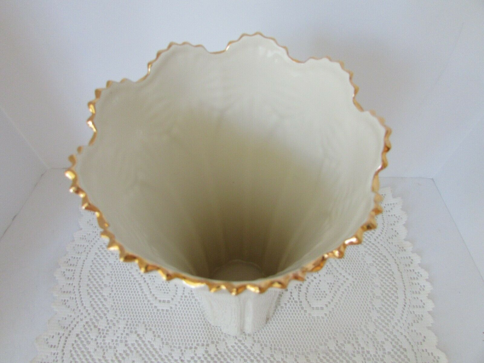 """LENOX CLASSIC FAN VASE 12"""" NEW WITH STICKER STUNNING W/GOLD ACCENT HARD TO FIND"""