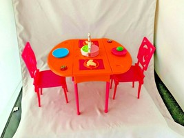 BARBIE DROP LEAF DINING TABLE CAKE/CUPCAKE WITH CHAIRS AND PLATES - $19.79