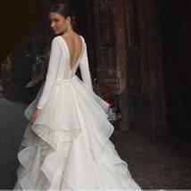 Graceful Ruffles Organza Court Train Vintage Princess Wedding Gown Scoop Neck Lo image 2