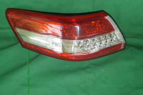 2010-11 Toyota Camry Taillight Tail Light Lamp Outer Driver Left LH