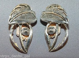 VTG SARAH COVentry Signed Silver Tone Toned Double Two 2 Leaf Clip On Earrings - $7.43