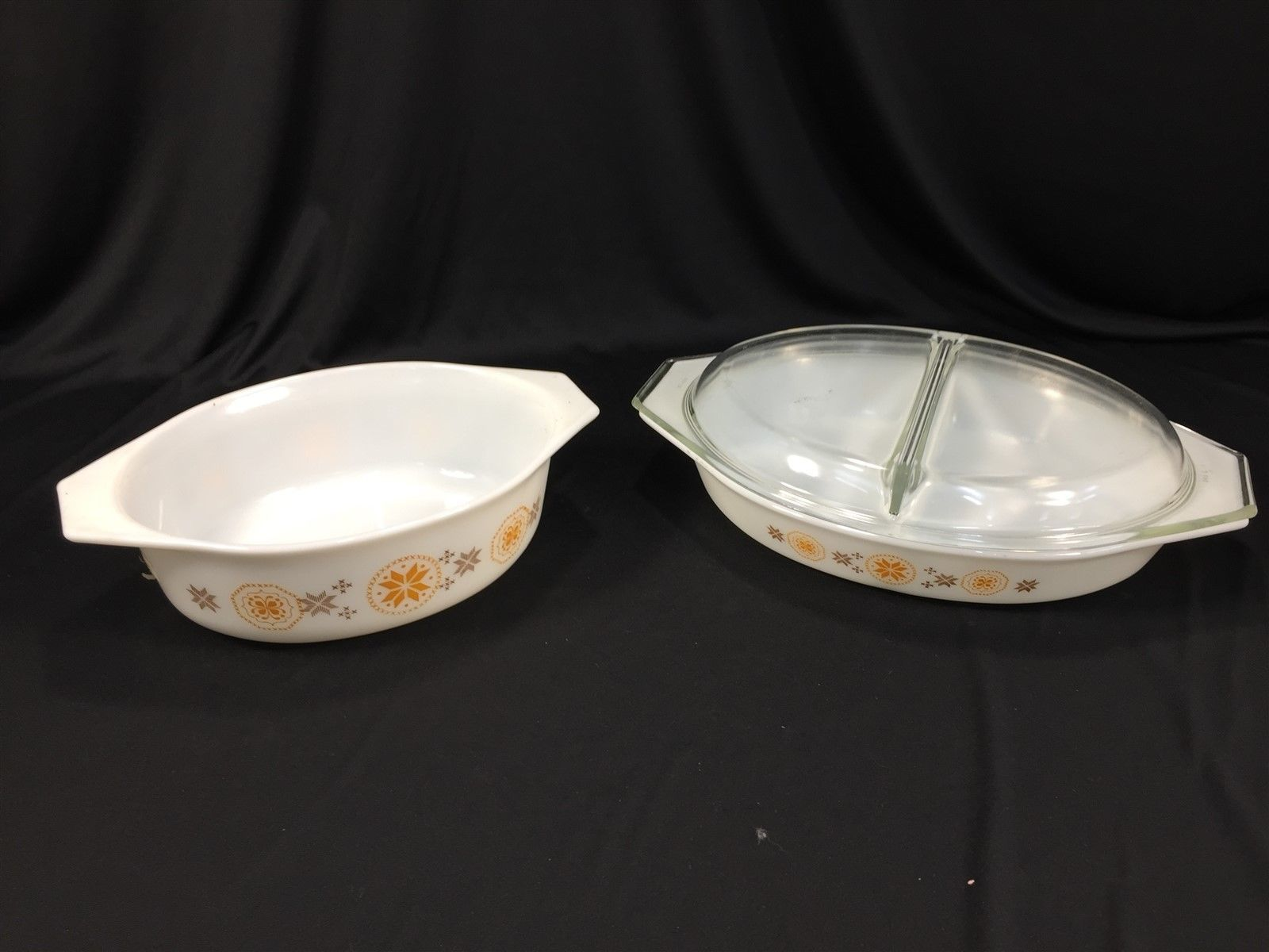 1.5 Quart Vintage PYREX Divided Baking Dish Town /& Country Pattern 1960s Casserole Dish
