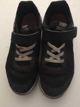 Boys Nike Youth Size 2 Black White Tennis Shoes Sneakers - $9.87