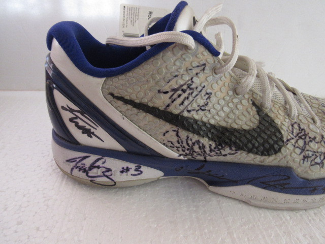 Kobe Bryant Nike team signed shoe
