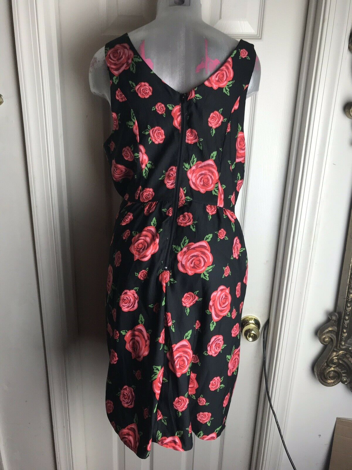 Forever 21+ Plus Sizes- Black Knee Length- Floral Red Roses Dress -size 1x