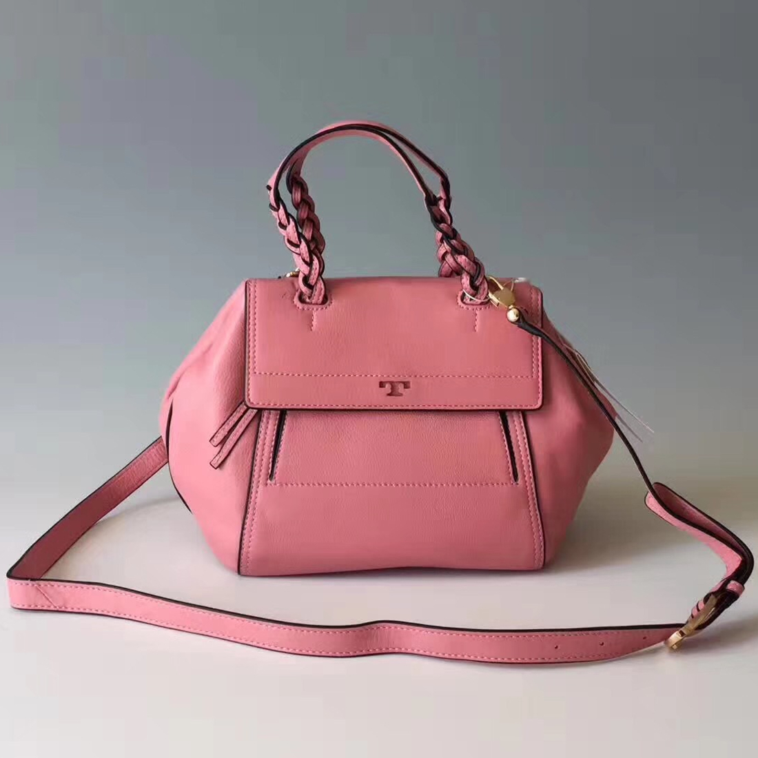 c392d8eebca NWT Tory Burch Half Moon Leather Small and 50 similar items. Img 0523