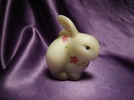 Fenton Burmese Hand Painted Violets Gray Rabbit Bunny Glass Art Artist S... - $34.65