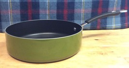 Cook's Essentials Porcelain Enamel 3 Qaurt Open Saute Pan in Green - $366,18 MXN