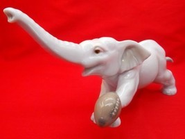 "Lladro Figurine ""Elephant Touchdown"" American Football #8394 2008, Clearance - $149.00"