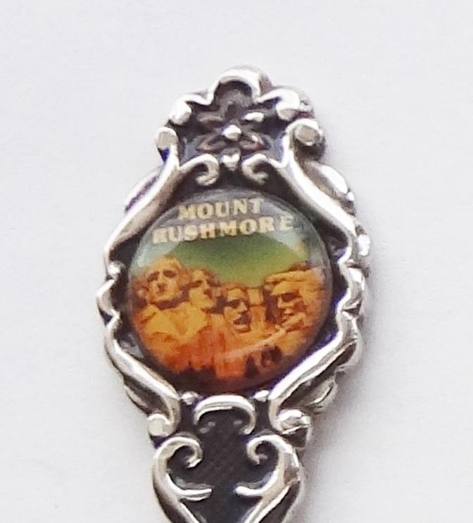 Primary image for Collector Souvenir Spoon USA South Dakota Mount Rushmore Cameo Perfection
