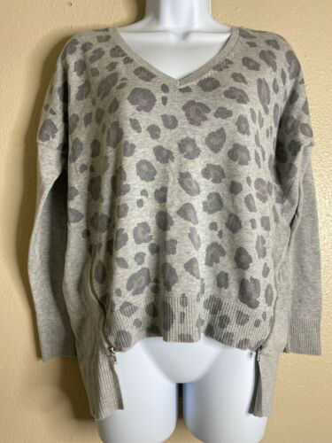 Primary image for Express Womens Size XS Gray Animal Print Zippered Knit Top 3/4 Sleeve